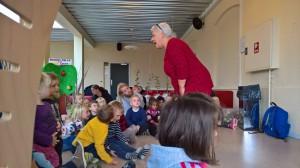 Else Marie fortalte historier for børnene.