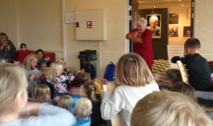 """Børnehaver i Assens kommuner deltog i tegnekonkurrencen : """"Æbler og glade grise"""""""