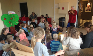 Børn fra Assens kommune samlet i Tobaksgården.