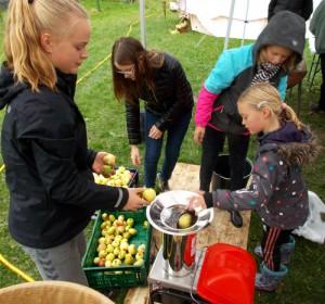 Trofaste deltagere kom for tredje år i træk for at presse æbler.