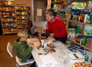 Else Marie lavede kreativ æble-tegnestue med børn og unge.